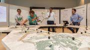 Alexander D'Hooghe présente la maquette avec les 31 projets.