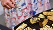 Oubliez le barbecue traditionnel, Leslie vous propose de surprendre avec de l'halloumi, des moules et des aubergines grillées