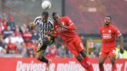 Charleroi seul en tête après un derby sans but face au Standard
