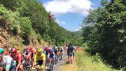 Le peloton du Tour de France survolé par un vététiste, pratique qui se répand