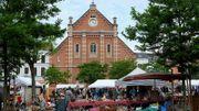 Le marché aux puces, Place du Jeu de Balles