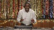 """Netflix dévoile la première bande-annonce de la nouvelle série """"Turn Up Charlie"""" avec Idris Elba"""