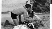 """Audrey Hepburn et Albert Finney sur la route de leur bonheur d'antan dans """"Voyage à deux"""""""