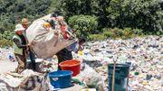 Dans la nouvelle décharge publique de San Pedro La Laguna, la priorité est donnée au tri (à la main). Même les plastiques à usage unique sont finalement recyclés.