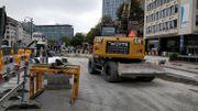 Travaux en cours sur la place Madou, sur la partie extérieure de la petite ceinture de Bruxelles.