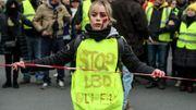 Gilets jaunes français: des blessés créent un collectif et appellent à manifester