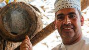 Mohamed Ali El Abri est un apiculteur passionné de Misfat al Abreyeen. Il travaille, comme ses ancêtres, avec des troncs creux de palmier mais également avec des ruches plus modernes.