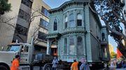 Impressionnant: Une maison victorienne déplacée entièrement sur un camion à San Francisco