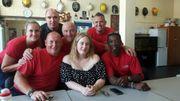 Photos: Une adorable Adele fait une virée thé et câlins chez les pompiers de Chelsea