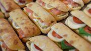 Des sandwiches prêts à être consommés.