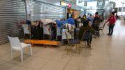 La plupart des passagers ont passé la nuit dans le terminal de l'aéroport de Liège.