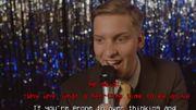 George Ezra chante dans un karaoké ringard une toute nouvelle chanson