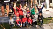 Viva for Life: les enfants de l'Institut Christ-Roi viennent devant le cube apprendre à Ophélie à danser