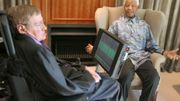 Hawking reçu par Nelson Mandela à Johannesbourg, le 15 mai 2008