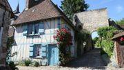 Gerberoy, l'un des plus petits villages de France, est aussi l'un des plus beaux.