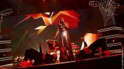 Iris séduit le plateau en femme fatale sur du Rihanna