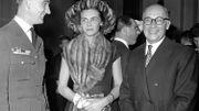 Lily de Gerlache entre le capitaine Bastien (D) et le professeur Lahaye (gauche), en 1958
