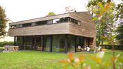 Nouvelle maison en bois qui s'inspire d'un chalet savoyard