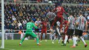 Liverpool émerge contre Newcastle grâce à Origi, Salah sorti sur civière