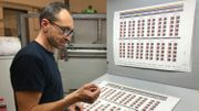 Les timbres peuvent être imprimés de deux manières : sur du papier gommé (il faut lécher le timbre pour qu'il colle) et le papier collant. Sur chaque feuille, 120 timbres sont imprimés.