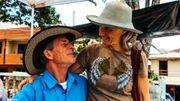 De nombreux occidentaux s'installent ici en quête d'une vie plus saine, à l'image de Zia et Roshni Parker.