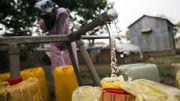 Comment imposer le confinement dans des Etats où une grande partie de la population n'a pas accès à l'eau à la maison?