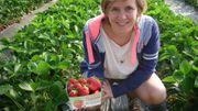 Manon Lepomme vend des fraises à Slins!