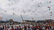 Lâché de ballons blancs, organisé le 5 avril 2013.