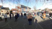 À Theux, plusieurs dizaine de personnes ont rempli d'un cercle la place du village