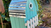 Le trou d'envol détermine les espèces d'oiseaux qui pourront faire leur nid dans le nichoir.