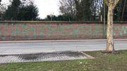 """""""La police assassine"""", peut-on lire sur l'inscription."""