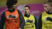 Marouane Fellaini avec Eden Hazard et Kevin De Bruyne