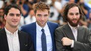 Robert Pattinson entre Benny et Josh Safdie