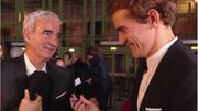Quand l'ancien sélectionneur français Raymond Domenech demande un autographe à Griezmann