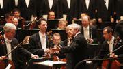 Pierre Boulez dirigeant l'Orchestre Philharmonique de Vienne pour ses 85 ans