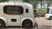 De drôles de véhicules autonomes patrouillent et vendent de la nourriture dans un parc en Chine