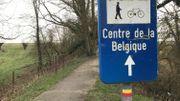 Les traits rouge et jaune indiquent le GRP 127 qui permet de faire le tour du Brabant wallon. Il passe notamment à Nil-Saint-Vincent (Walhain) où se trouve le centre géographique de la Belgique.