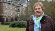 Lilian Frenay, devant la partie du sanatorium qui fut sa maison.