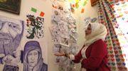 Bravant obus et interdits, une artiste syrienne dépeint la violence à Idleb