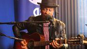 Le nouvel album 'Salone' de Bai Kamara Jr. en acoustique dans une session inédite [VIDÉOS]