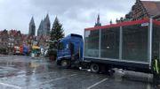 Arrivée du cube Viva for Life ce matin sur la Grand-Place de Tournai