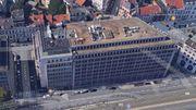 Le bâtiment est situé le long de la Petite Ceinture.