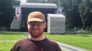 Samuel Chappel, l'organisateur du festival, devant la grande scène