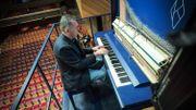 David Klavins au clavier de son piano