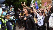 Des manifestants anti-confinement face à la police  le 23 octobre à Melbourne