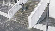 Amusantes gamelles de gens qui 'textent' en marchant avant une chute glaçante