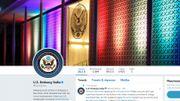 Donald Trump interdit aux ambassades d'afficher un drapeau LGBT. Résultat: elles font l'inverse