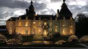 Une visite extérieure lumineuse du Château de Modave