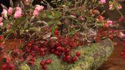 Montage floral - des roses et des baies