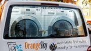 Les deux jeunes créateurs du projet comptent bien faire voler les bulles de savon d'Orange Sky aux quatre coins du monde.